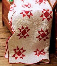 free red and white quilt pattern - Ohio Star - the curved border off sets the straight angles it! Love the simplicity! Old Quilts, Star Quilts, Antique Quilts, Vintage Quilts, Quilt Blocks, Primitive Quilts, Two Color Quilts, Red And White Quilts, Quilt Border