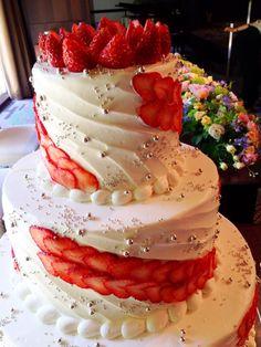 結婚披露宴!おめでとうございます♡ #heartpix Wedding Cakes With Cupcakes, Easy Wedding Cakes, Cupcake Cakes, Pretty Cakes, Beautiful Cakes, Amazing Cakes, Cake Decorating For Beginners, Easy Cake Decorating, Healthy Fruit Cake