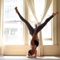 Forearm stand variation \ Pincha mayurasana #yoga #love