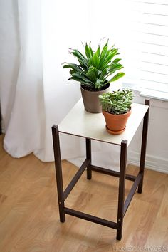 Modern Plant Stand DIY @Amy / Homey Oh My!
