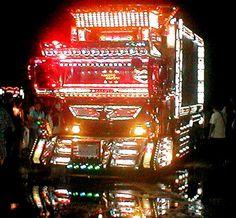 Japanese dekotora, or art, truck. Cool Trucks, Big Trucks, Classic Auto, Classic Cars, Truck Art, Nose Art, Skateboard Art, Truck Accessories, Car Photography