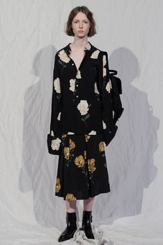 Hope Stockholm Fall 2018 Fashion Show Collection Fashion Wear, Fashion Looks, Fashion Outfits, Womens Fashion, Fashion Trends, Autumn Fashion 2018, Spring Fashion, Stockholm Fashion Week, Fashion Show Collection