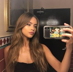 Image may contain: one or more people and indoor Golden Highlights Brown Hair, Hair Highlights, Hair Inspo, Hair Inspiration, Foto Rose, Hair Color Balayage, Dream Hair, Hair Goals, New Hair