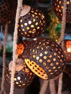 Perfect Diy Coconut Shell Ideas For Everyonen That Simple To Try Coconut Decoration, Coconut Shell Crafts, Shell Lamp, Shell Chandelier, Diy And Crafts, Arts And Crafts, Deco Nature, Tiki Party, Tiki Room