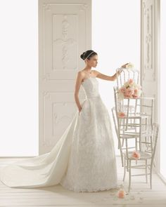 RIALTO - Embroidered organza and taffeta dress and train, in ecru  T49 Two band tiara with bows, in ecru