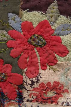 Thread and Thrift: red flowers Great site for inspiration to combine patchwork, appliqué and embroidery : all the old fashioned needlework skills! Embroidery Applique, Embroidery Stitches, Embroidery Designs, Flower Applique, Quilting Designs, Wool Applique, Applique Quilts, Fabric Art, Fabric Crafts