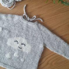 ~ Regnskygenser ~ Ferdig med denne søte saken😍 Lært mye nytt på denne genseren 👌 #regnskygenser #intarsia #wrapandturn #lillerilledesign @vilde_lillerille
