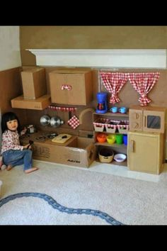 Make This Amazing Cardboard Play Kitchen for Your Little Girl Play Kitchens, Play Kitchen Diy, Childs Kitchen, Cheap Kitchen, Cardboard Kitchen, Cardboard Play, Cardboard Crafts, Cardboard Houses, Diy For Kids