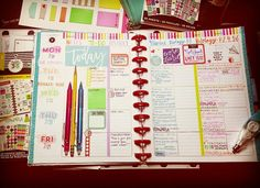 Do you have a teacher planner? Maybe not one that looks like this. But I'm grateful for all you organized teachers, these planner spreads are #goals.