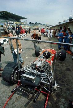 under my wing …Graham Hill's Gold Leaf Lotus-Ford 49B, 1968 British Grand Prix, Brands Hatch