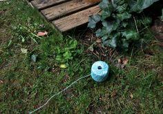 NATURKINDER: Buntes Garn zum Festlegen von Gartenräumen, Beeten etc. Jedes Familienmitglied verwendet eine andere Farbe.