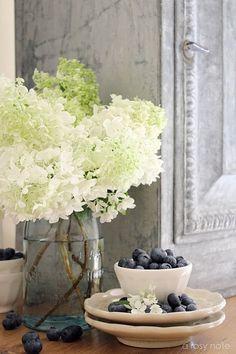 love hydrangeas, like the mason jar idea.