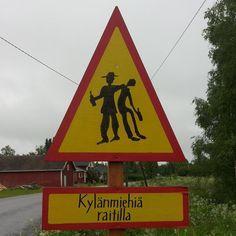 Metallileka @metallileka #Liikennemerkki #Karijoella #Parimuuttujaa #juhannus #juhannus2015 Cool Pictures, Humor, Country, Nice Picture, Funny, Happy Holidays, Signs, Art, Finland