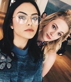 Camila Mendes Lili Reinhardt or Veronica Lodge and Betty Cooper form the Netflix show Riverdale Betty Cooper, Kj Apa Riverdale, Riverdale Memes, Watch Riverdale, Riverdale Aesthetic, Riverdale Funny, Riverdale Netflix, Riverdale Poster, Riverdale Cheryl