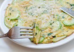 Frittata cu dovlecei Frittata, Salmon Burgers, Deserts, Good Food, Brunch, Food And Drink, Vegetarian, Cooking, Breakfast