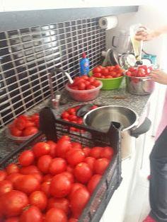 Gazoz Şişesine Domates Sosu: Evde Domates sosu veya konservesi yapımı