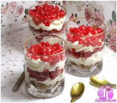 Hoping you'll love this post... TRIFLES, POSTRE TIPICO INGLES http://www.depostres.es/2014/11/trifles.html