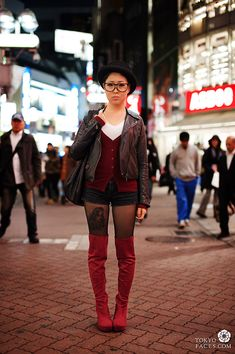 japanese fashion street style picture of girl in shibuya tokyo