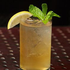 Quench your thirst after a round of golf with this twist on a classic iced tea lemonade. Whether you make it yourself or ask your club mixologist to take the reins, Sauza® 901® tequila and iced tea with lemonade is definitely satisfying on a hot day. A hint of sweetness from agave and a garnish of mint and lemon make this a hole in one.