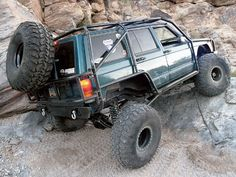 1997 Jeep Cherokee XJ Exo cage!
