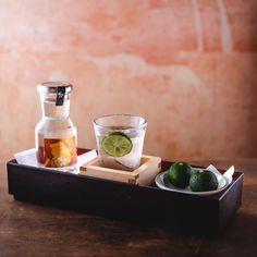 """日本一の生産量を誇る徳島県神山町の""""神山すだち""""を使い、すっきりと爽やかな味に仕上げたジントニック。今だけしか味わえない権八渋谷のすだちカクテルを是非皆さまお試しください"""