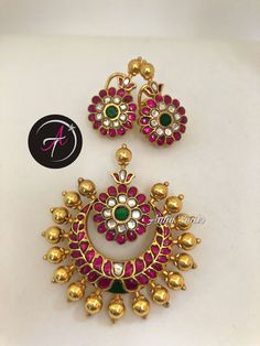 Whatsapp for details at 7899467846 📱 Jewelry Design Earrings, Gold Earrings Designs, Beaded Earrings, Pendant Jewelry, Gold Bangles Design, Gold Jewellery Design, Antique Jewellery Designs, Gold Jewelry Simple, Jewelry Patterns