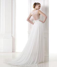 d0bd77c03e61 Pronovias MANAMI in off white size 10 was £1530 now only £750! Gorgeous.  Gorgeous Wedding DressBeautiful ...