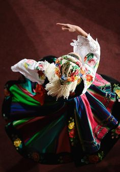 Folk dance from Poland. Especially loves this costume Polish Folk Art, Folk Dance, Folk Costume, People Around The World, Traditional Dresses, Dance Costumes, My Heritage, Eminem, Poland Costume