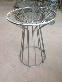 Another beautiful example of welded art! Welded Furniture, Industrial Design Furniture, Steel Furniture, Table Furniture, Cool Furniture, Metal Table Legs, Metal Chairs, Plasma Cutter Art, Office Table Design