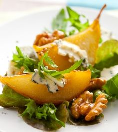Recipes - I Love Cooking, How to cook South African recipes. Caramelized Pear Walnut Salad with Gorgonzola Pear Walnut Salad, Pear Salad, Pomegranate Salad, Arugula Salad, Easy Healthy Dinners, Healthy Recipes, Blue Cheese Recipes, Winter Salad Recipes, Gourmet Salad