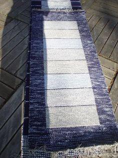 Syksyiset mattotalkoot äitini (isomummin) kanssa Rag Rugs, Carpets, Hand Weaving, Contemporary, Ideas, Home Decor, Loom, Weaving, Farmhouse Rugs