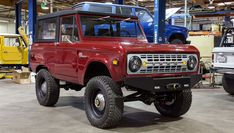 Vintage Ford Broncos at Their Best Classic Bronco, Classic Ford Broncos, Classic Chevy Trucks, Vintage Trucks, Old Trucks, Pickup Trucks, Old Ford Bronco, Early Bronco, Broncos Pictures