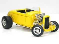 1932 FORD HOTROD YELLOW Ertl 1:18 Scale DieCast Metal Model Car NEW STREET ROD