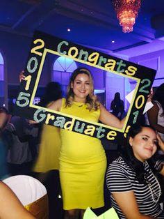 Crea un marco gigante para una graduación Graduation Party Desserts, Graduation Party Centerpieces, Graduation Celebration, Graduation Decorations, Grad Parties, Themed Parties, Graduation Picture Frames, Graduation Pictures, Graduation Ideas