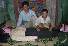 Vietnamese Man Still Sleeps with His Dead Wife - http://www.weirdlife.com/vietnamese-man-still-sleeps-with-his-dead-wife/
