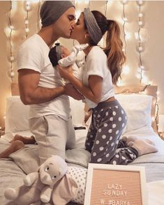 family pictures so cute newborn family pictures so cute!newborn family pictures so cute! Newborn Family Pictures, Cute Baby Pictures, Newborn Photos, Prom Pictures, Cute Babies, Baby Kids, Baby Baby, Baby Information, Family Goals