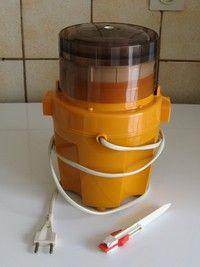 Vintage MOULINEX Moulinette Hachoir orange fabrication Française                                                                                                                                                                                 Plus