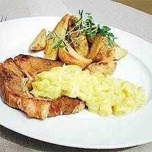 Grillad fläskkarré med äpple, ananas och curry Mashed Potatoes, Curry, Apple, Ethnic Recipes, Food, Whipped Potatoes, Apple Fruit, Curries, Smash Potatoes