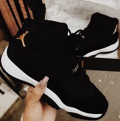 Cute Sneakers, Shoes Sneakers, Girls Sneakers, Air Jordan Sneakers, Shoes Sandals, Jordan Shoes For Women, Womens Jordans Shoes, Jordans Girls, Jordan Outfits Womens