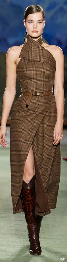You are in the right place about Runway Fashion ready to wear Here we offer you the most beautiful pictures about the Runway Fashion you are Plaid Fashion, Brown Fashion, Look Fashion, High Fashion, Fashion Show, Autumn Fashion, Fashion Design, Haute Couture Style, Couture Mode
