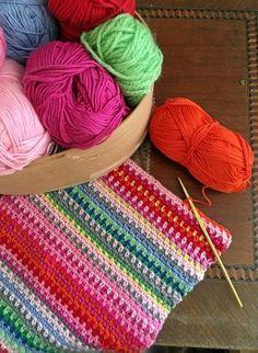 DIY & Virkad tuff mössa, slouchy beanie i reflexgarn Stick O, Slouchy Beanie, Shawls And Wraps, Bomull, Needlework, Knitting, Sewing, Crafts, Diy