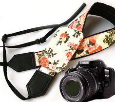 Camera Strap with pocket. Roses Camera Strap. Camera by InTePro