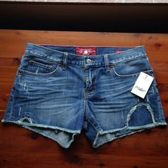 Lucky Brand Boardwalk Shorts BNWT Lucky Brand Jeans. Perfect for the upcoming warm seasons. Size 6/28. Lucky Brand Shorts Jean Shorts