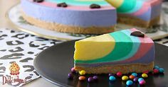 Coloratissima e dolcissima, una torta perfetta per festeggiare l'allegria del Carnevale! Un dolce fresco allo yogurt aromatizzato alla vaniglia che porterà subito allegria sulla tavola!