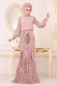 The perfect addition to any Muslimah outfit, shop Muslim fashion Evening Dresses - Powder Pink Evening Dresses Find more Evening Dresses at Tesetturisland! Hijab Evening Dress, Pink Evening Dress, Evening Dresses, Prom Dresses, Formal Dresses, The Dress, Dress For You, Pink Saree, Powder Pink
