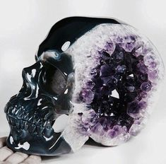 Carved Amethyst Geode Skull - x x / 16 x x cm - geode is from Brazil Crystals Minerals, Rocks And Minerals, Crystals And Gemstones, Stones And Crystals, Tattoo Crane, Amethyst Geode, Pink Moonstone, Skull Decor, Crystal Skull