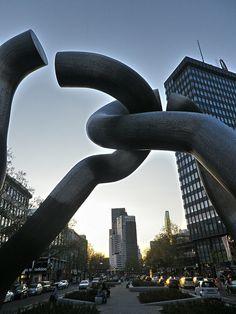 Broken Chain Sculpture - Berlin, Germany - AR6