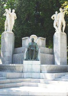 Oviedo, Monumento a José Tartiere intalació en 1933 paseo de los álamos (campo de San francisco