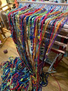 Weaving Tools, Weaving Projects, Loom Weaving, Hand Weaving, Peg Loom, Art Yarn, Diy Crafts For Gifts, Hand Spinning, Fiber Art