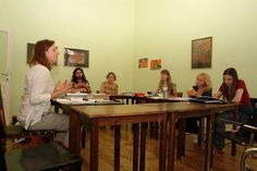 Deutschkurs in der Kleingruppe mit Trainerin, die Muttersprachlerin ist. In der Kleingruppe ist der Unterricht besonders effektiv und kommunikativ.